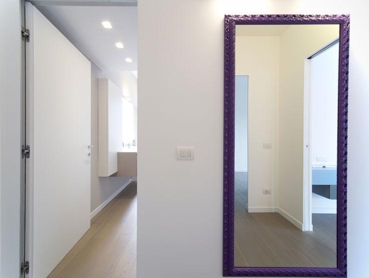 ristrutturami Pasillos, vestíbulos y escaleras de estilo minimalista