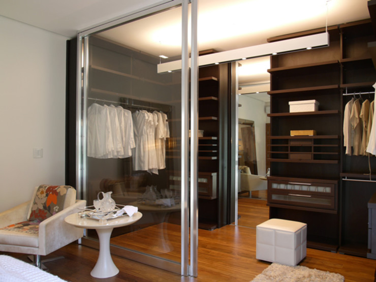 Denise Barretto Arquitetura Modern style dressing rooms