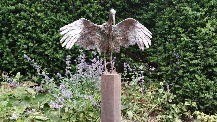 Meerpaal als passende basis bij dit kunstwerk Solits Landelijke tuinen