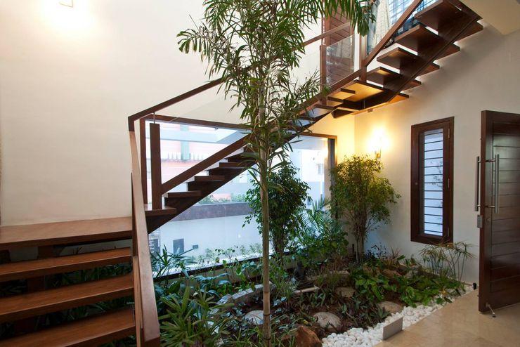 Muraliarchitects Modern corridor, hallway & stairs