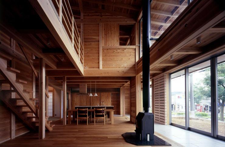 リビング吹抜 HAN環境・建築設計事務所 オリジナルデザインの リビング 木 木目調
