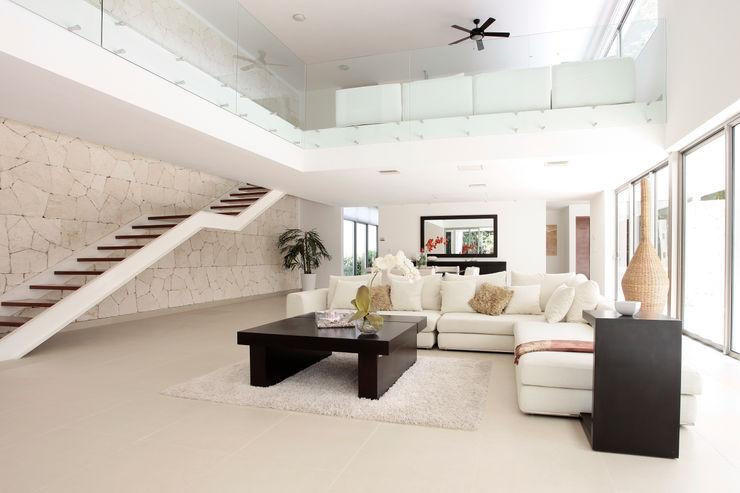 Casa entre Arboles Enrique Cabrera Arquitecto Pasillos, vestíbulos y escaleras modernos