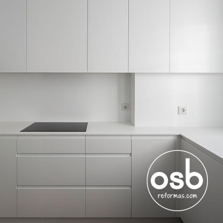 osb arquitectos Modern Kitchen