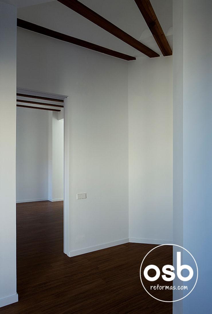 osb arquitectos Modern Corridor, Hallway and Staircase