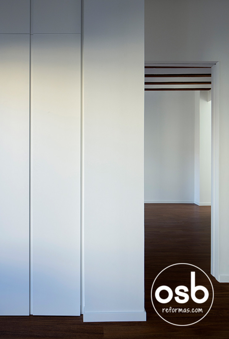 osb arquitectos Dressing roomWardrobes & drawers