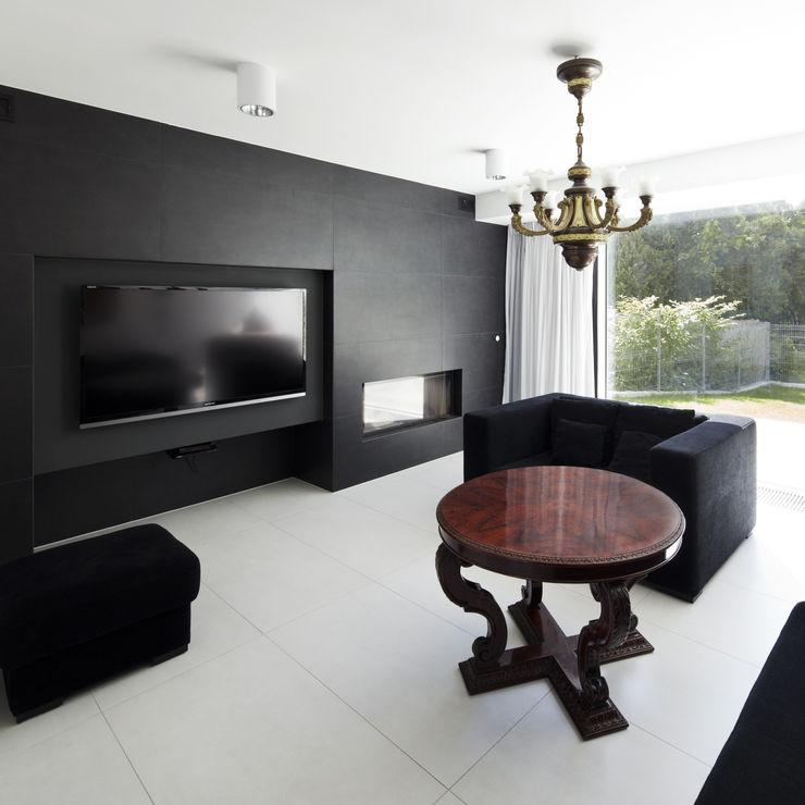 PERFORATED HOUSE INTERIOR KLUJ ARCHITEKCI Nowoczesny salon