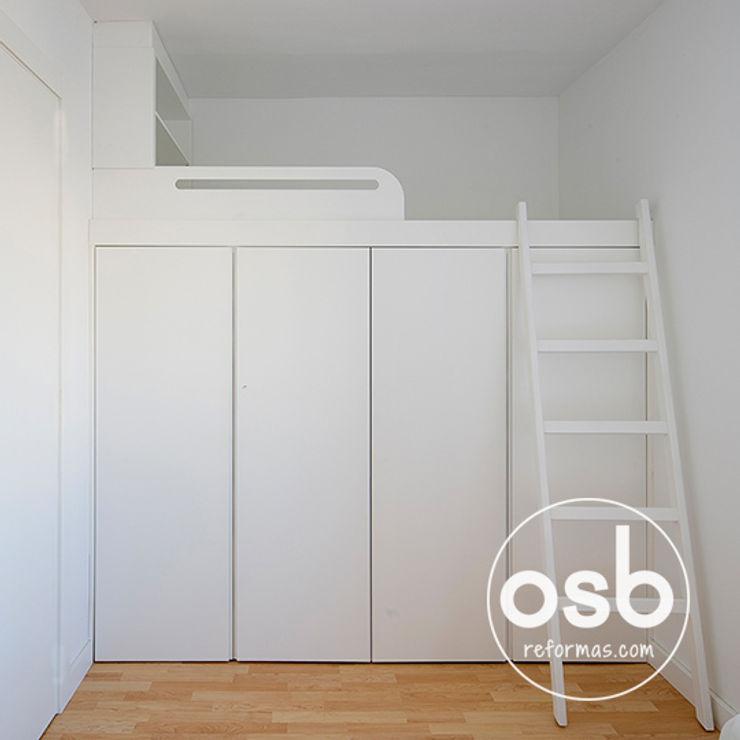 osb arquitectos モダンスタイルの寝室