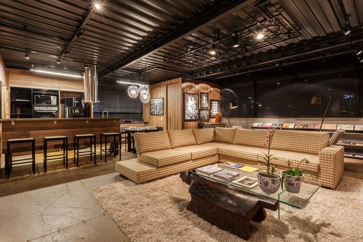 loft casal sala estar e cozinha cioli arquitetura e design Casas industriais