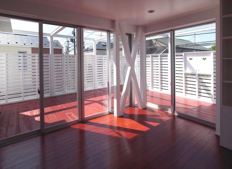 ユミラ建築設計室 Modern style balcony, porch & terrace