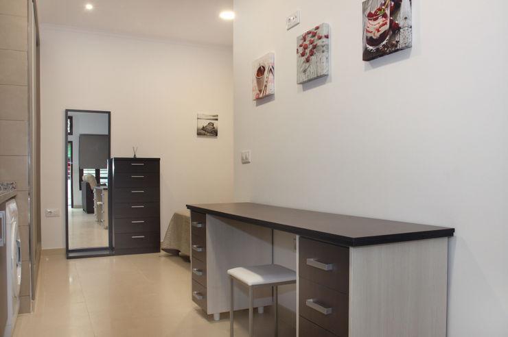 Mohedano Estudio de Arquitectura S.L.P. غرفة السفرة