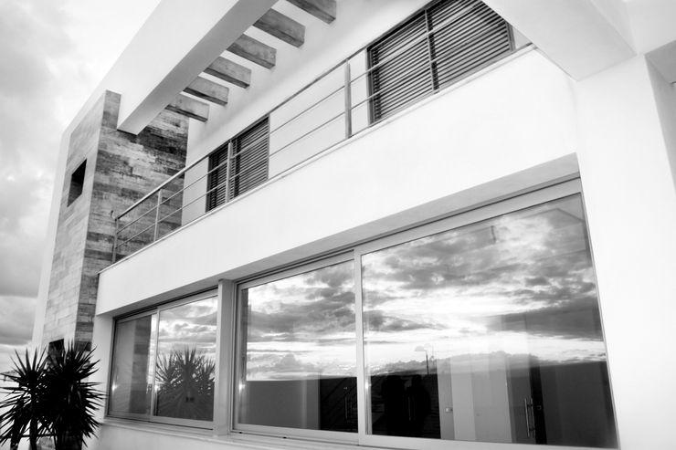 Fachada interior Mohedano Estudio de Arquitectura S.L.P. Casas unifamilares Blanco