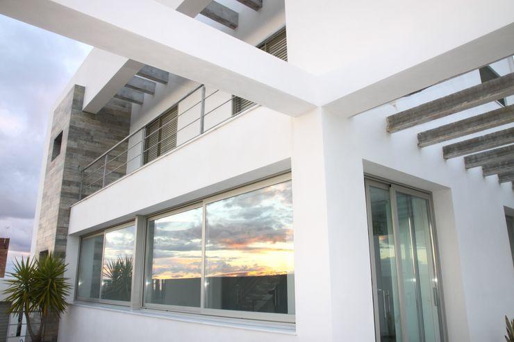Vista de las fachadas interiores Mohedano Estudio de Arquitectura S.L.P. Casas unifamilares