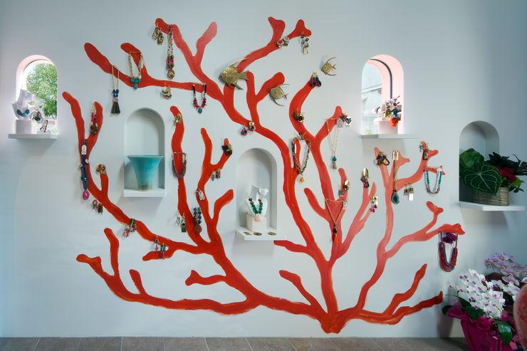赤珊瑚 株式会社 藤本高志建築設計事務所 オリジナルな 壁&床 セラミック 赤色