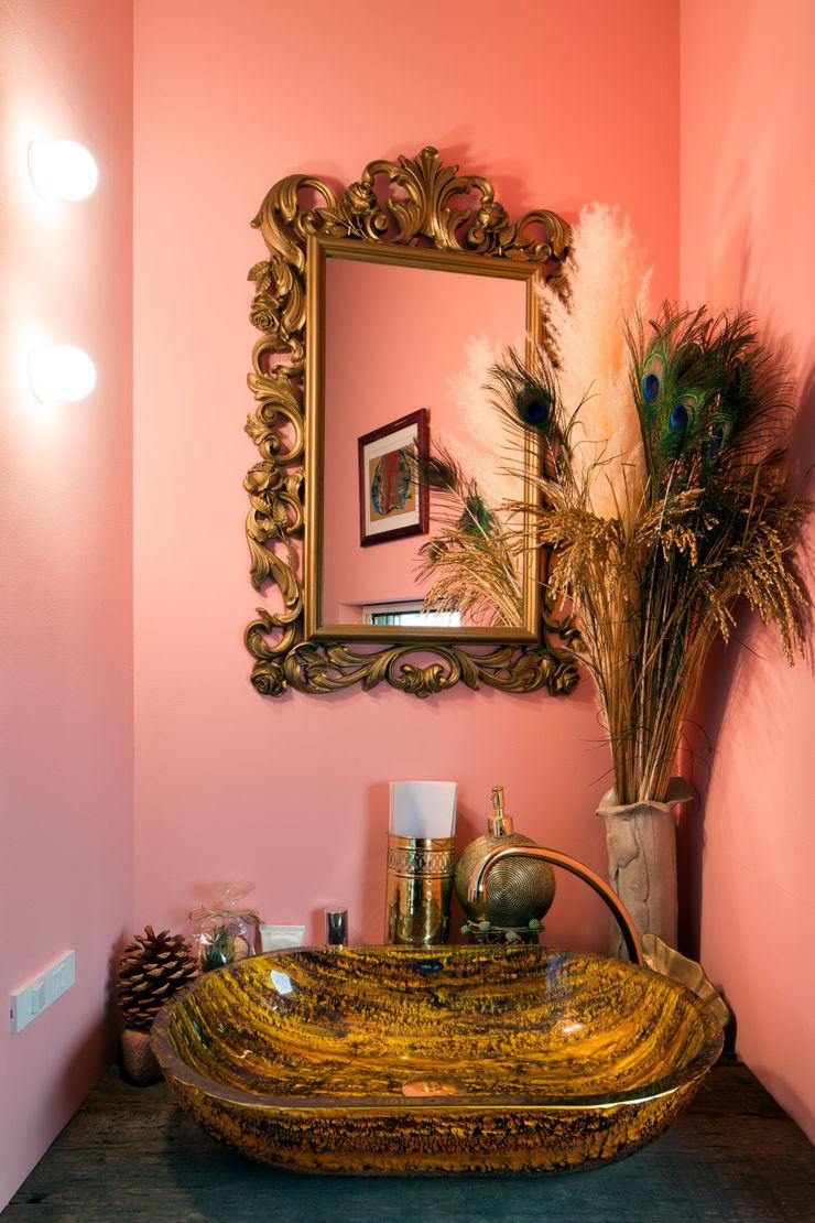 手洗室 株式会社 藤本高志建築設計事務所 オリジナルスタイルの お風呂 木 ピンク