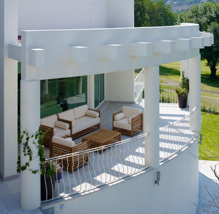 Excelencia en Diseño Balkon, Beranda & Teras Modern