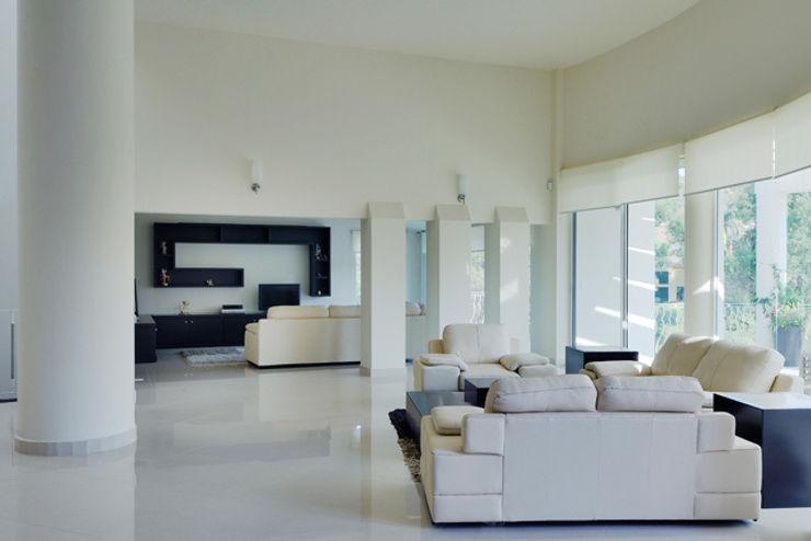Excelencia en Diseño Ruang Media Modern