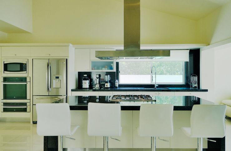 Excelencia en Diseño Dapur Modern