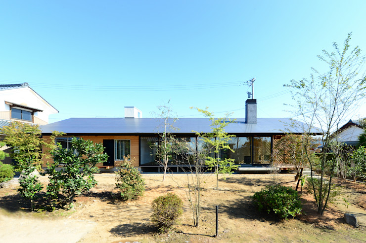 丸山晴之建築事務所 Eclectic style houses