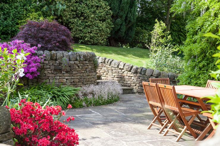 Retaining walls and steps Barnes Walker Ltd Rustic style garden