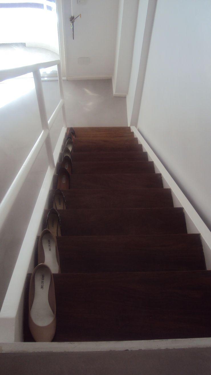 GUTMAN+LEHRER ARQUITECTAS Pasillos, vestíbulos y escaleras de estilo moderno