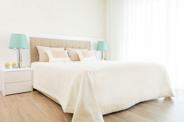 Ângela Pinheiro Home Design Modern Bedroom Cotton Wood effect