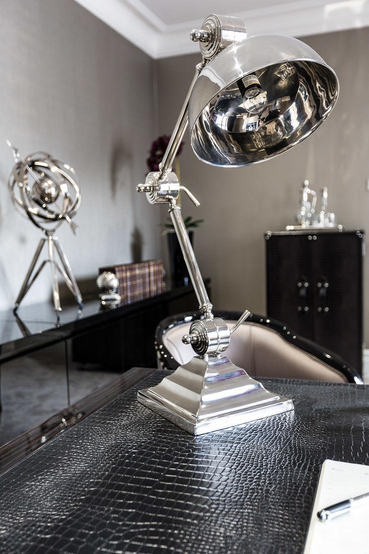Study with Desk Lamp Luke Cartledge Photography Espaços de trabalho clássicos