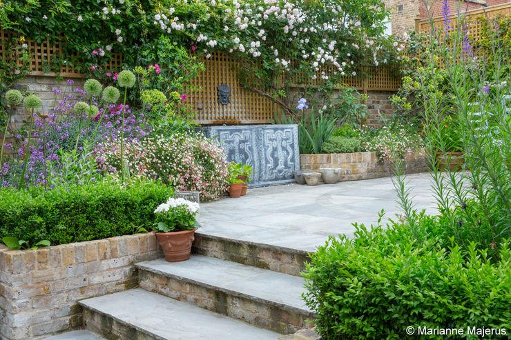 Terraced Courtyard Garden Design homify Classic style garden