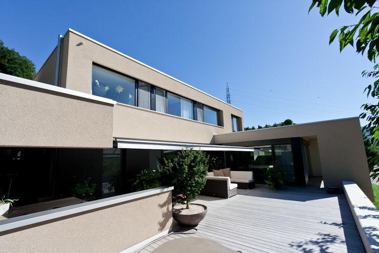 wernli architektur ag Casas de estilo moderno