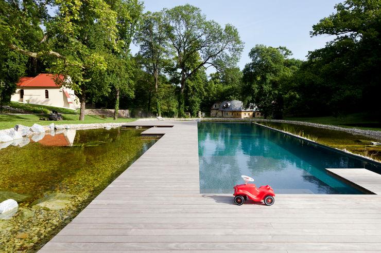 Freiraumgestaltung Schloss Merkenstein t-hoch-n Architektur Klassische Pools