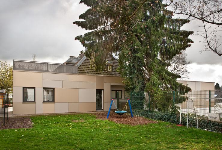 """""""Goldstück"""" – Kindergarten in Wuppertal, Energetische Sanierung einer Kindertagesstätte insa4 ingenieure sachverständige architekten Moderne Schulen"""