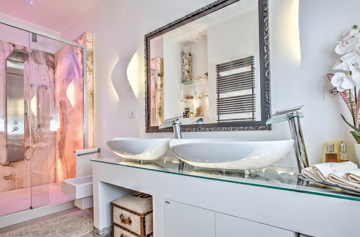 Lavabi su letto in pietra e vetro GHINELLI ARCHITETTURA Bagno eclettico