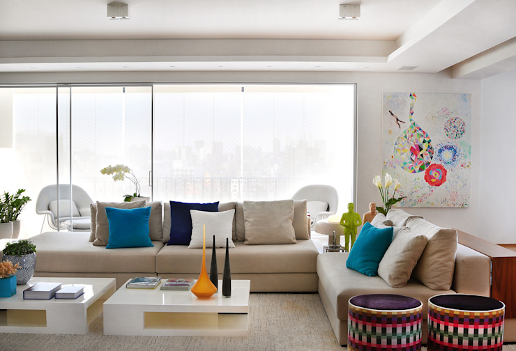 Thaisa Camargo Arquitetura e Interiores Вітальня Різнокольорові