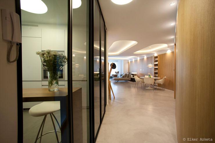 MADG Architect Коридор, прихожая и лестница в модерн стиле Дерево Эффект древесины