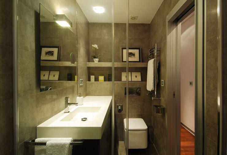 65sqm Appartment MADG Architect Baños de estilo moderno