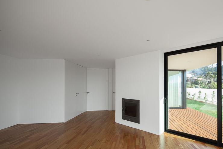 PEDROHENRIQUE|ARQUITETO Ruang Keluarga Modern