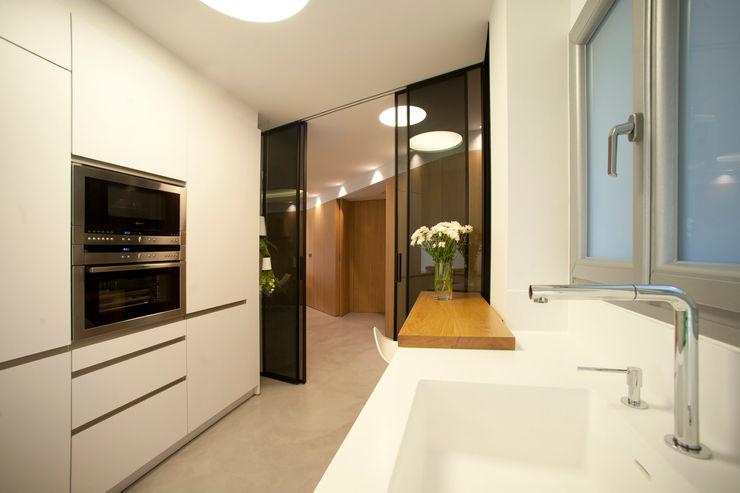 MADG Architect Кухня в стиле модерн