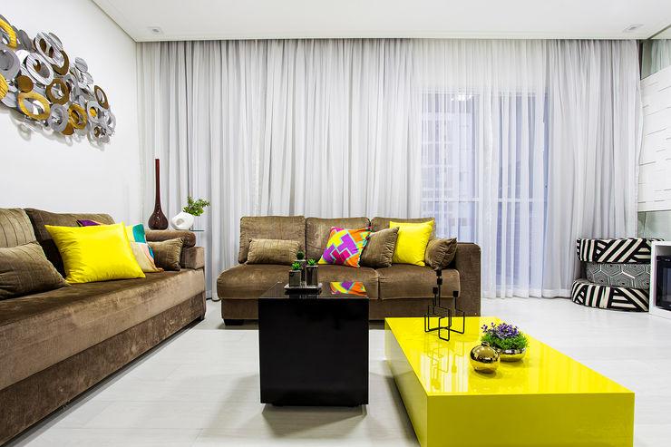 Amanda Pinheiro Design de interiores Ruang Keluarga Modern Yellow