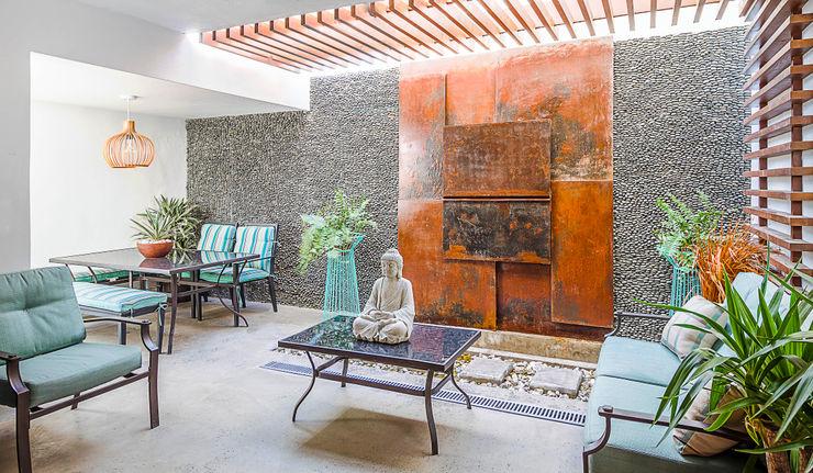 SZTUKA Laboratorio Creativo de Arquitectura Paredes y pisos de estilo rústico Hierro/Acero Naranja