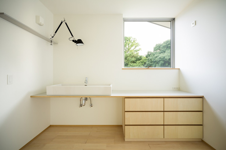 市原忍建築設計事務所 / Shinobu Ichihara Architects Scandinavische badkamers Hout Hout