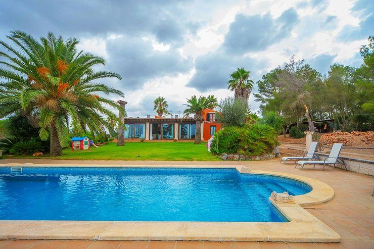 Villa S'Aranjassa Lola Piscinas de estilo colonial Piedra Azul