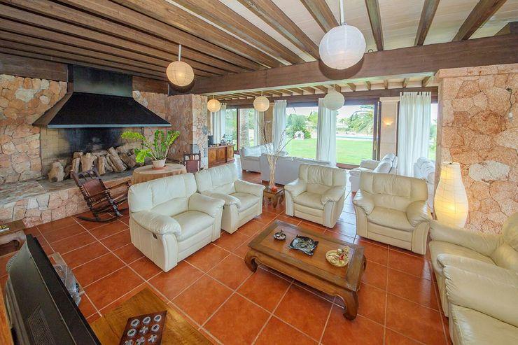 Villa S'Aranjassa Lola Salones de estilo colonial Textil Gris