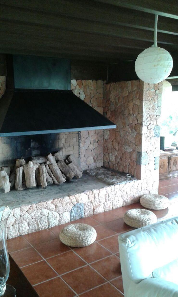 Villa S'Aranjassa Lola SalonesChimeneas y accesorios Piedra Beige