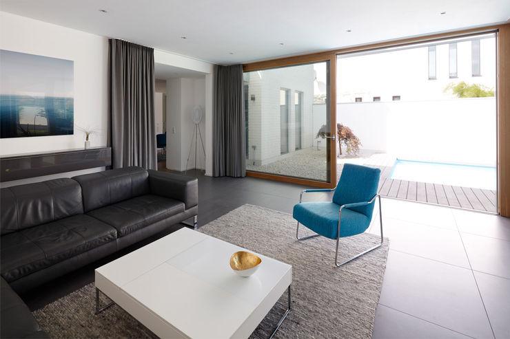 Anbau mit Aussenanlage K3- Planungsstudio Moderne Wohnzimmer