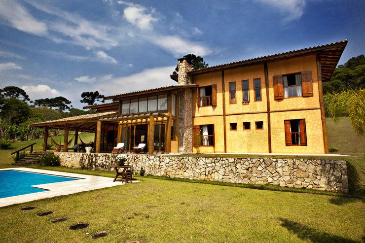 São Lourenço da Serra/SP Bianka Mugnatto Design de Interiores Casas rústicas