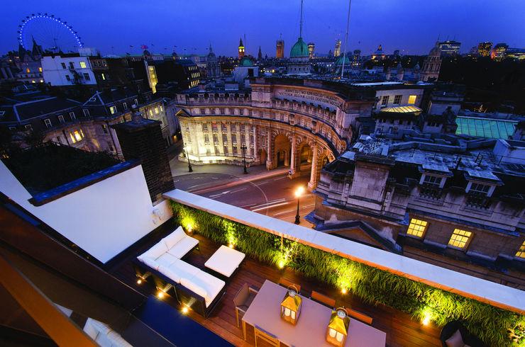 Trafalgar One, Canadian Pacific Building, London Moreno Masey Modern balcony, veranda & terrace