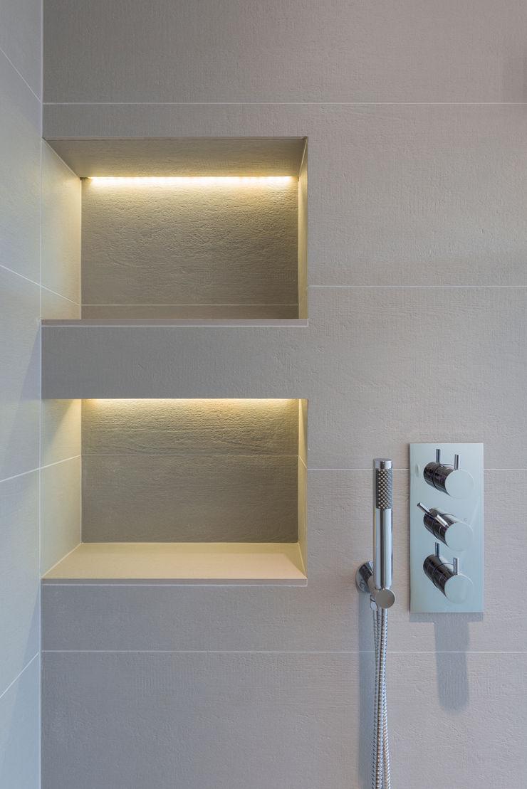 Walk in shower room DDWH Architects Minimalist bathroom