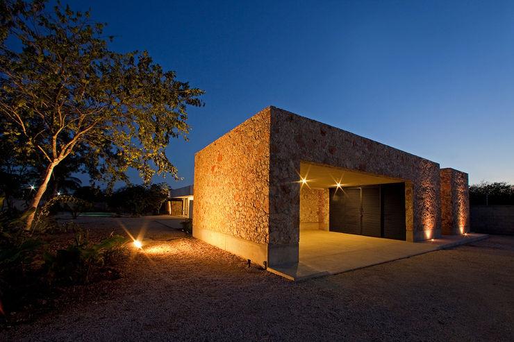 Gonzalez Amaro Modern Garage and Shed
