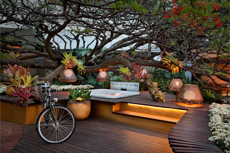 CP Paisagismo Tropical style commercial spaces