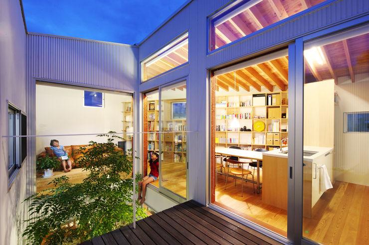 萩原健治建築研究所 Balcones y terrazas minimalistas
