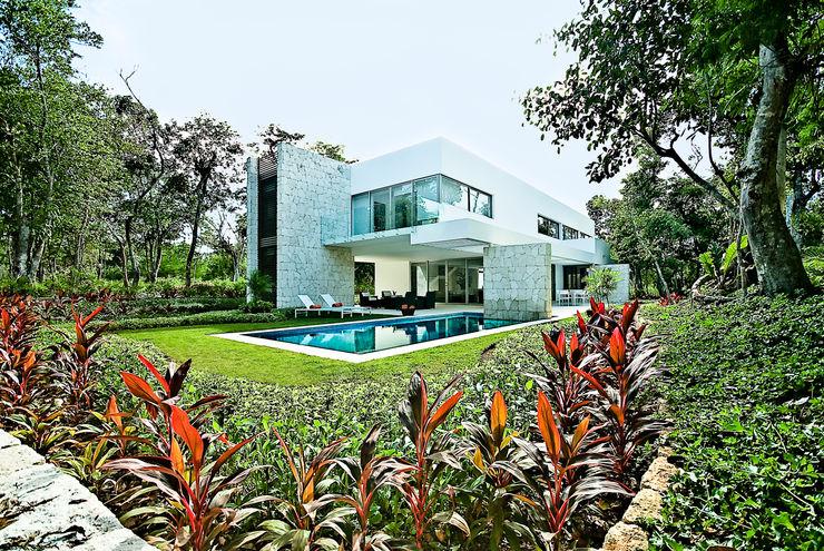Casa entre Arboles Enrique Cabrera Arquitecto Jardines modernos